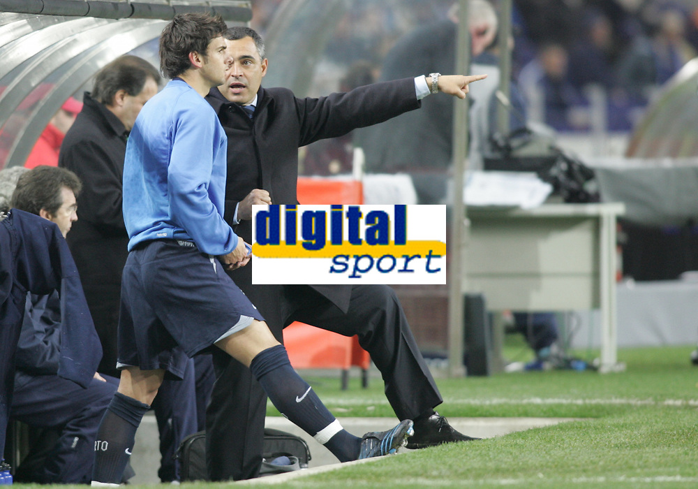 "PORTUGAL - PORTO 23 FEBRUARY 2005: JOSE COUCEIRO FC Porto coach gives instructions toHELDER POSTIGA #41, in the First Knock-out Round First Leg of the UEFA Champions League, match FC Porto (1) vs FC Internazionale (1), held in ""Dragao"" stadium  23/02/2005  21:21:56<br />