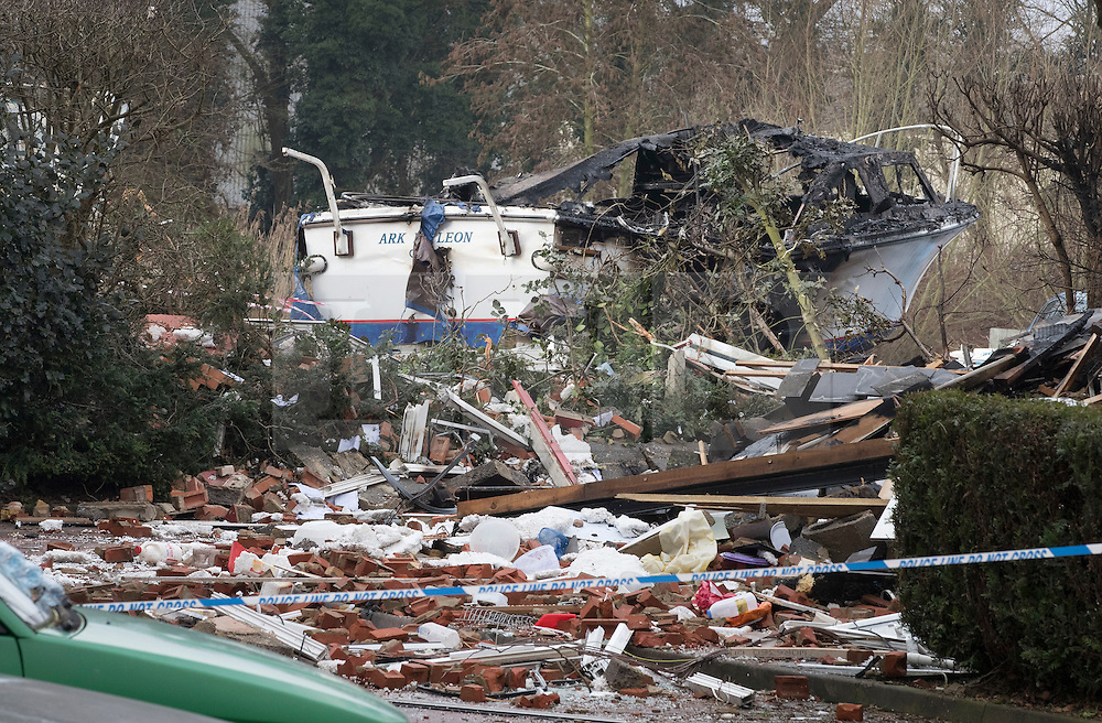 © Licensed to London News Pictures. 15/02/2017. Oxford, UK. Rubble surrounds a burnt out boat next to the remains of a block of flats damaged in an explosion near Osney Lock in Oxford. A number of people have been injured in what is thought to have been a gas explosion. Photo credit: Peter Macdiarmid/LNP