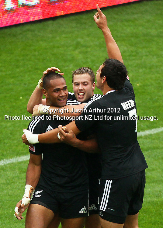 New Zealand players celebrate Frank Halai (L) try. Hertz Wellington Sevens - Day two at Westpac Stadium, Wellington, New Zealand on Saturday, 4 February 2012. Photo: Justin Arthur / photosport.co.nz