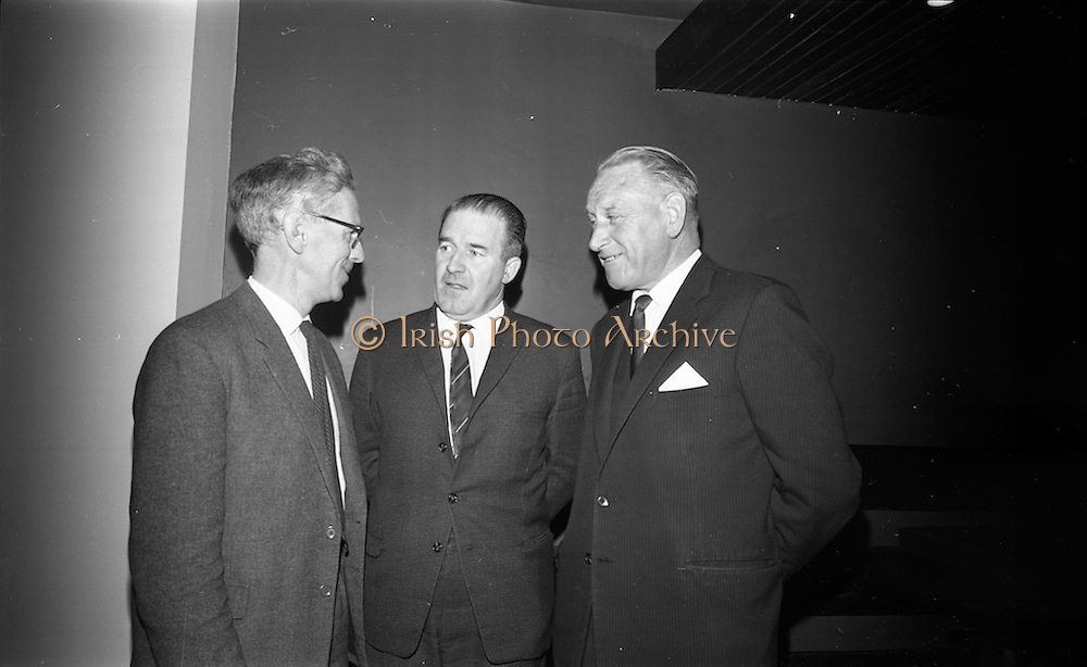 05/04/1966<br /> 04/05/1966<br /> 05 April 1966<br /> An Foras Forbatha Press Conference at Power's Hotel, Dublin. At the An Foras Forbartha (National Institute for Physical Planning and Construction Research), reception to announce the research programme of the Roads and Road Traffic Committee for 1966/1967 were: Mr. Neil T. Blaney T.D., (centre) Minister of LOcal Government who received the report chatting with Mr. Luan P. Cuffe (left) Vice-Chairman and Dan Herlihy (C.I.E.), Chairman Roads and Road Traffic Committee.