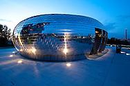 Europe, Germany, North Rhine-Westphalia, Duesseldorf, the Pebbles Bar of the Hyatt Regency hotel at the harbor Medienhafen, JSK architects...Europa, Deutschland, Nordrhein-Westfalen, Duesseldorf, die Pebbles Bar des Hyatt Regency Hotels im Medienhafen, JSK Architekten...