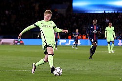 Kevin De Bruyne of Manchester City controls the ball on his way to scoring the opening goal - Mandatory by-line: Robbie Stephenson/JMP - 06/04/2016 - FOOTBALL - Parc des Princes - Paris,  - Paris Saint-Germain v Manchester City - UEFA Champions League Quarter Finals First Leg
