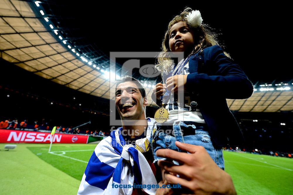 Luis Su&aacute;rez of FC Barcelona celebrates with his daughter following the UEFA Champions League Final at Olympiastadion Berlin, Charlottenburg-Wilmersdorf<br /> Picture by Ian Wadkins/Focus Images Ltd +44 7877 568959<br /> 06/06/2015