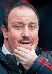 21.02.2010, City of Manchester Stadium, Manchester, ENG, PL, Manchester City vs Liverpool FC, im Bild Liverpool's manager Rafael Benitez greift mit der Hand zum Mund, EXPA Pictures © 2010 for Austria, Croatia and Germany only, Photographer EXPA / Propaganda / David Rawcliffe / for Slovenia SPORTIDA PHOTO AGENCY.