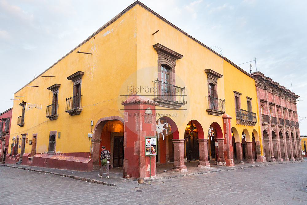 Spanish colonial style shops and cafes along the Jardin in the historic center in San Miguel de Allende, Mexico.