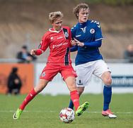 Carl Lange (FC Helsingør) og Malte Sjørslev (Holbæk B&I) under kampen i 2. Division mellem Holbæk B&I og FC Helsingør den 20. oktober 2019 i Holbæk Sportsby (Foto: Claus Birch).
