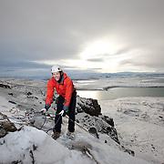 Freyr Ingi Björnsson klifrar leiðina Hagsmunagæslan M5 í Tvíburagili, Búahamrar. Tryggvi þórðarson tryggir.