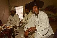 Chonhakdong traditional confucianist village  visitors have a light meal    Korea   village traditionnel confucianiste de Chonhakdong  Mariage  Il est de coutume de regaler les visiteurs de passage.    Coree  //////R28/36    L2653  /  R00028  /  P0003030