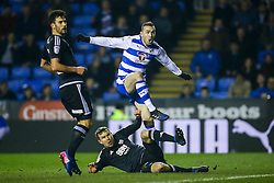 Jordon Mutch of Reading shot is just off its target - Mandatory by-line: Jason Brown/JMP - 14/02/2017 - FOOTBALL - Madejski Stadium - Reading, England - Reading v Brentford - Sky Bet Championship