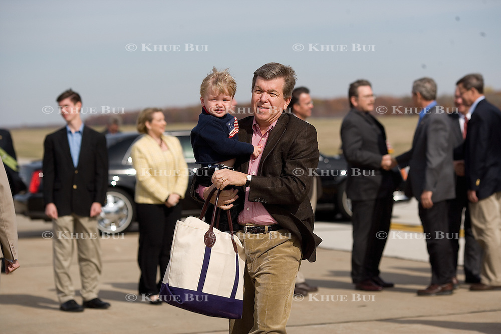 House Majority Whip Roy Blunt carries his 2 yr-old adopted son Charlie Blunt Friday, November 3, 2006, in Joplin, Missouri (MO)...Photo by Khue Bui