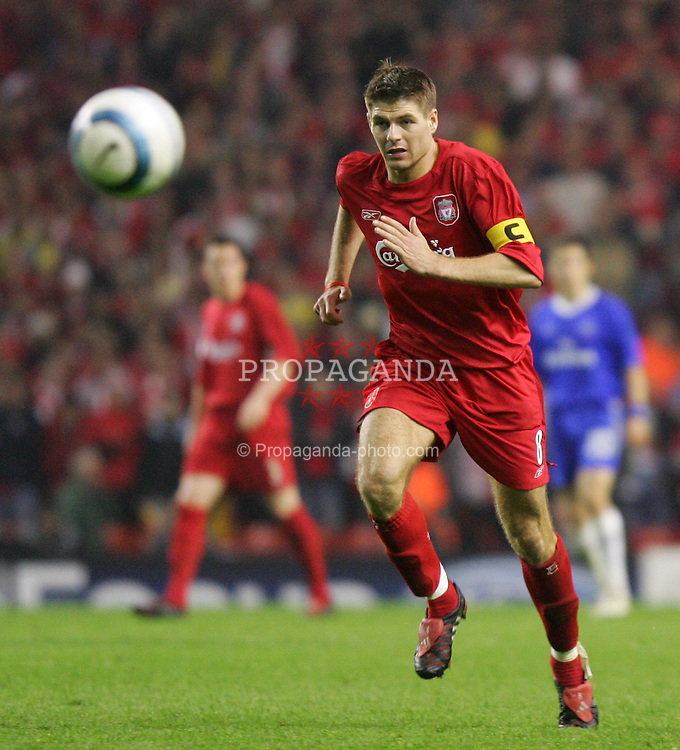 LIVERPOOL, ENGLAND. TUESDAY, MAY 3rd, 2005: Liverpool's Steven Gerrard in action against Chelsea during the UEFA Champions League Semi Final 2nd Leg at Anfield. (Pic by David Rawcliffe/Propaganda)