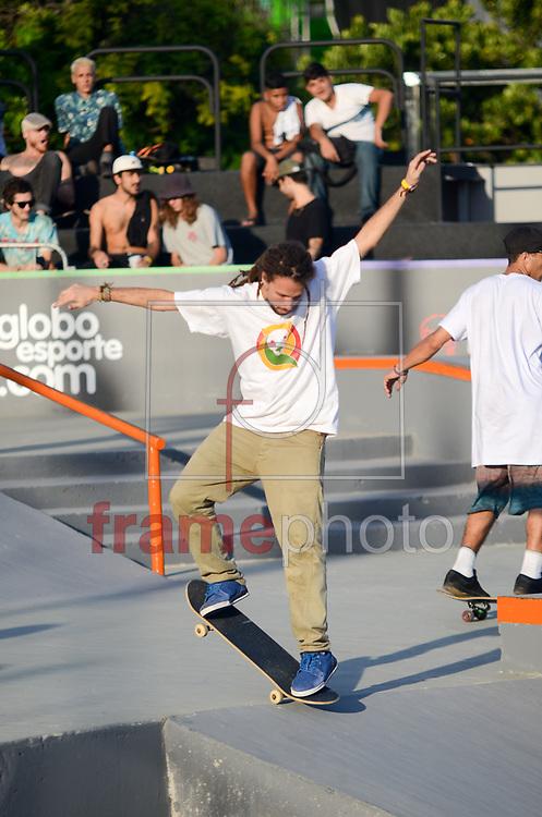 Acontece na tarde desta terça-feira (25/04) um treino livre dos competidores na Praça do Ó, na Barr da Tijuca, do Oi STU Open, a maior competição mundial de street skate da América Latina, válida como etapa do circuito Mundial da WCA (World Cup Skateboarding) e para o ranking brasileiro de street skate profissional da CBSK (Confederação Brasileira de Skate).As competições ocorrerão a partir de quarta-feira (26/06) até domingo (30/04) com a disputa final. Foto: Adriano Ishibashi/FramePhoto