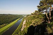 Die Bastei, Blick auf die Elbe, Saechsische Schweiz, Elbsandsteingebirge, Sachsen, Deutschland. .Bastei, view on river Elbe, Saxon Switzerland, Saxony, Germany