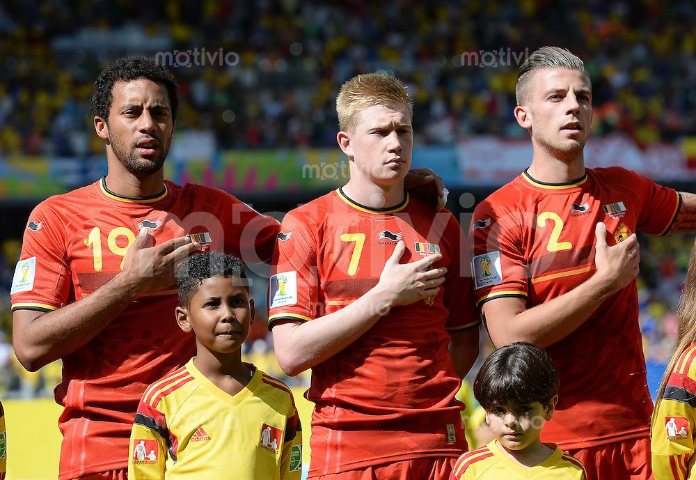 FUSSBALL WM 2014  VORRUNDE    Gruppe H     Belgien - Algerien                       17.06.2014 Mousa Dembele, Kevin De Bruyne und Toby Alderweireld (v.l., alle Belgien) beim stehen Bereit zur Nationalhymne