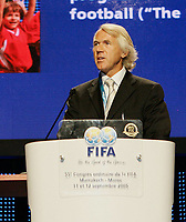 Fotball<br /> FIFA-kongressen i Marrakesch<br /> 12.09.2005<br /> Foto: imago/Digitalsport<br /> NORWAY ONLY<br /> <br /> Prof. Dr. Jiri Dvorak (Schweiz), Medizinischer Direktor der FIFA , hält während des 55. FIFA Kongresses 2005 in Marrakesch eine Rede über Verletzungsvorbeugung
