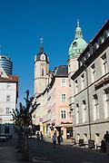 Altstadtgasse mit Kirchturm Stadtkirche, Jena, Thüringen, Deutschland | old town street, tower of town church, Jena, Thuringia, Germany