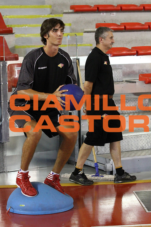 DESCRIZIONE : Roma Lega Basket A 2012-13  Raduno Virtus Roma<br /> GIOCATORE : Filippo Gorrieri<br /> CATEGORIA : allenamento curiosita equilibrio<br /> SQUADRA : Virtus Roma <br /> EVENTO : Campionato Lega A 2012-2013 <br /> GARA :  Raduno Virtus Roma<br /> DATA : 23/08/2012<br /> SPORT : Pallacanestro  <br /> AUTORE : Agenzia Ciamillo-Castoria/M.Simoni<br /> Galleria : Lega Basket A 2012-2013  <br /> Fotonotizia : Roma Lega Basket A 2012-13  Raduno Virtus Roma<br /> Predefinita :