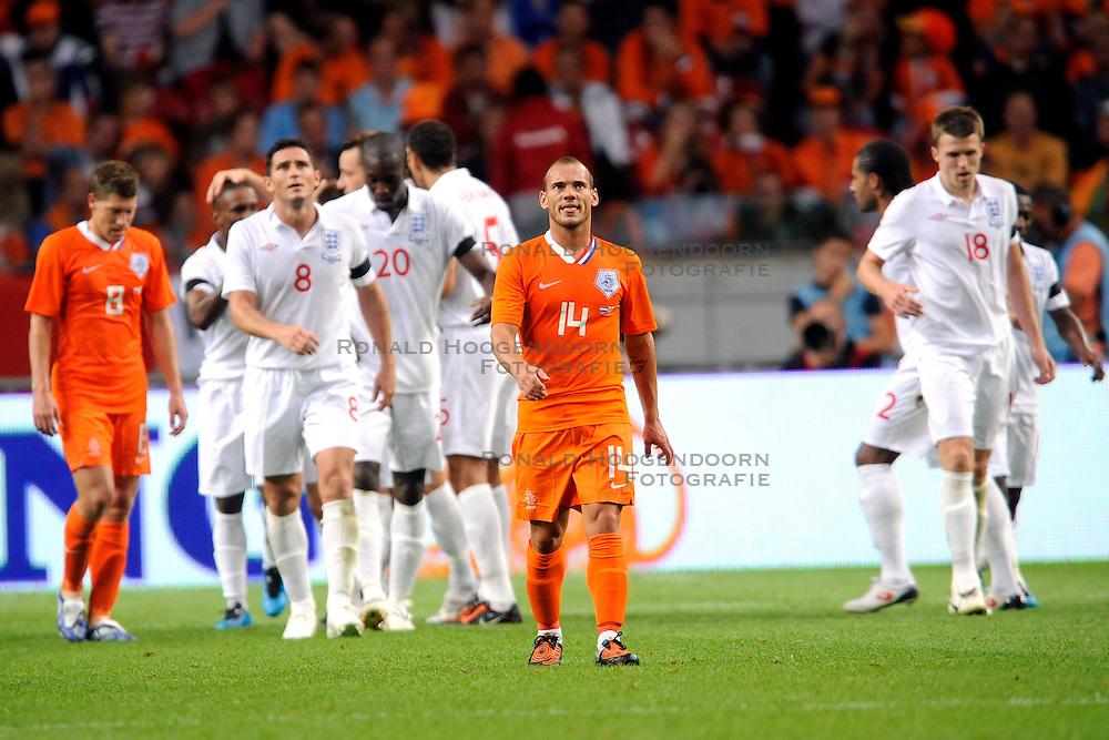 12-08-2009 VOETBAL: NEDERLAND - ENGELAND: AMSTERDAM<br /> Nederland speelt met 2-2 gelijk tegen Engeland / Wesley Sneijder baalt als Engeland op 2-2 komt<br /> &copy;2009-WWW.FOTOHOOGENDOORN.NL