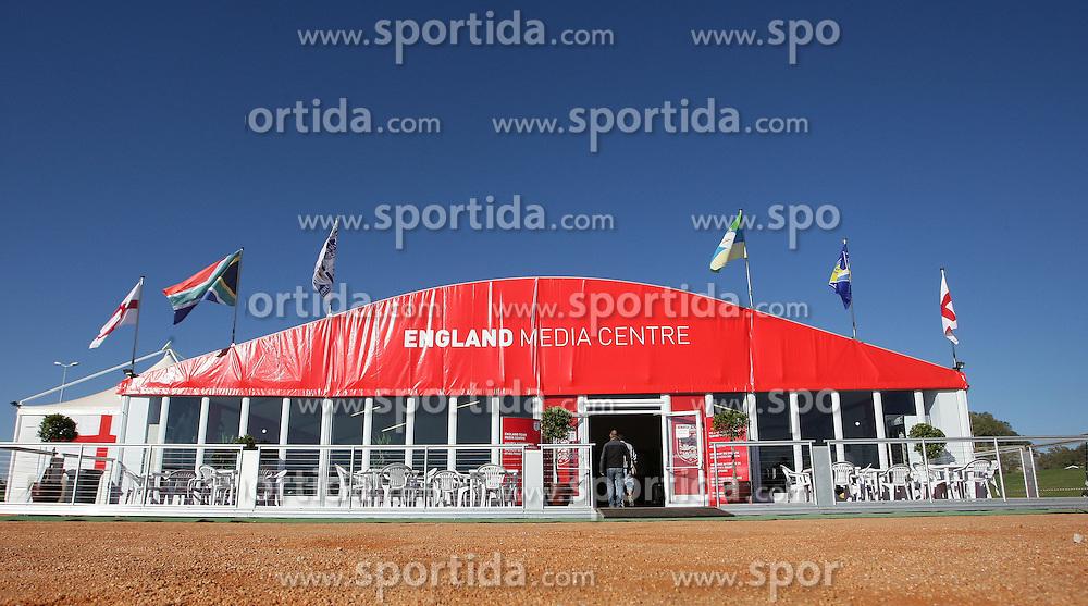 09.06.2010, Sports Campus, Rustenburg, RSA, FIFA WM 2010, England Training im Bild Übersicht des englischen Medienzentrums, EXPA Pictures © 2010, PhotoCredit: EXPA/ IPS/ Mark Atkins / SPORTIDA PHOTO AGENCY