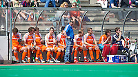 ROTTERDAM - HOCKEY -  De Nederlandse bank tijdens de oefenwedstrijd tussen de mannen van Nederland en Engeland (2-1) . FOTO KOEN SUYK