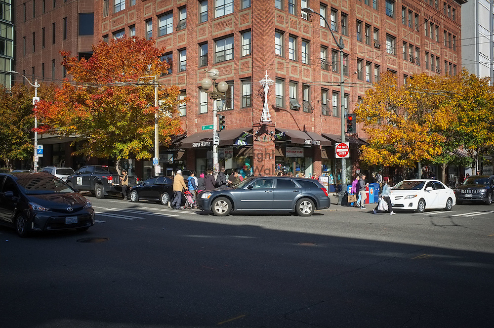 2016 October 22 - Street scene at corner of 1st Avenue and Pine Street, Seattle, WA, USA. By Richard Walker