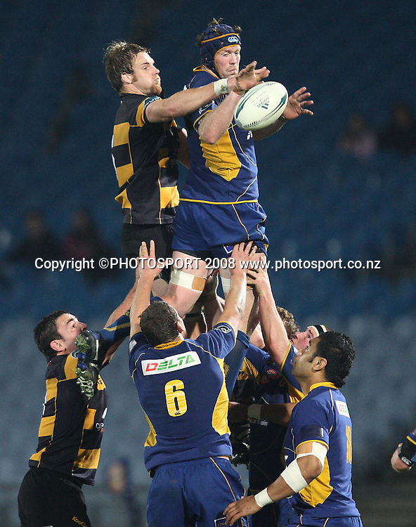 Tom Donnelly secures clean lineout ball for Otago.<br /> Air NZ Cup, Otago v Taranaki, Carisbrook, Dunedin, Friday 19 September 2008. Photo: Rob Jefferies/PHOTOSPORT
