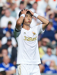 22.09.2012, Liberty Stadion, Swansea, ENG, Premier League, Swansea City vs FC Everton, 5. Runde, im Bild Swansea City's Ki Sung-Yeung looks dejected as his side lose 3-0 to Everton during the English Premier League 5th round match between Swansea City AFC and Everton FC at the Liberty Stadium, Swansea, Great Britain on 2012/09/22. EXPA Pictures © 2012, PhotoCredit: EXPA/ Propagandaphoto/ David Rawcliff..***** ATTENTION - OUT OF ENG, GBR, UK *****
