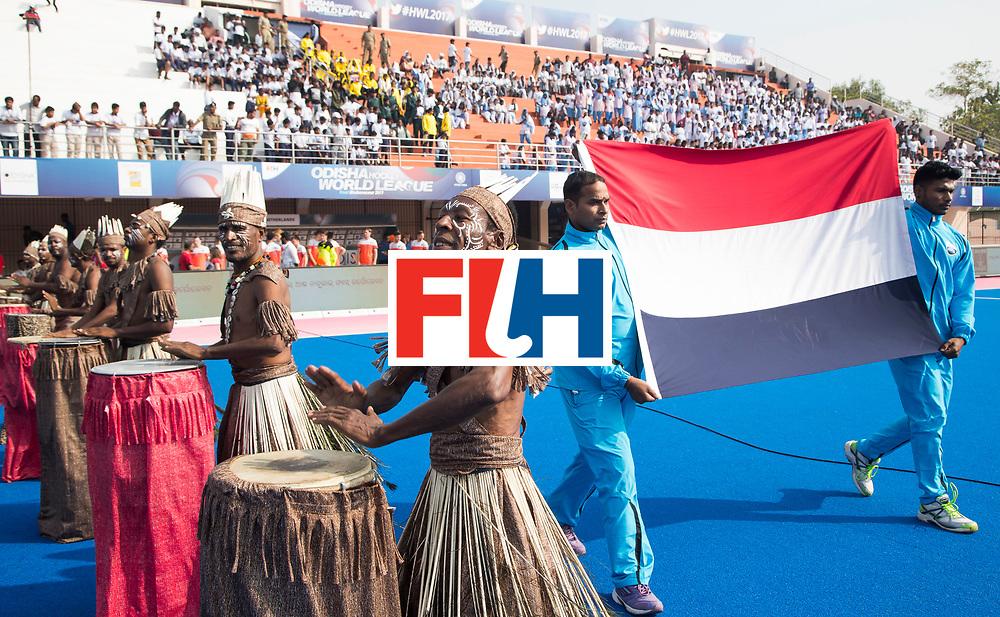 BHUBANESWAR -  opkomst van de Nederlandse vlag met tromgeroffel  voor  de Hockey World League Final wedstrijd Nederland-Spanje .  COPYRIGHT  KOEN SUYK