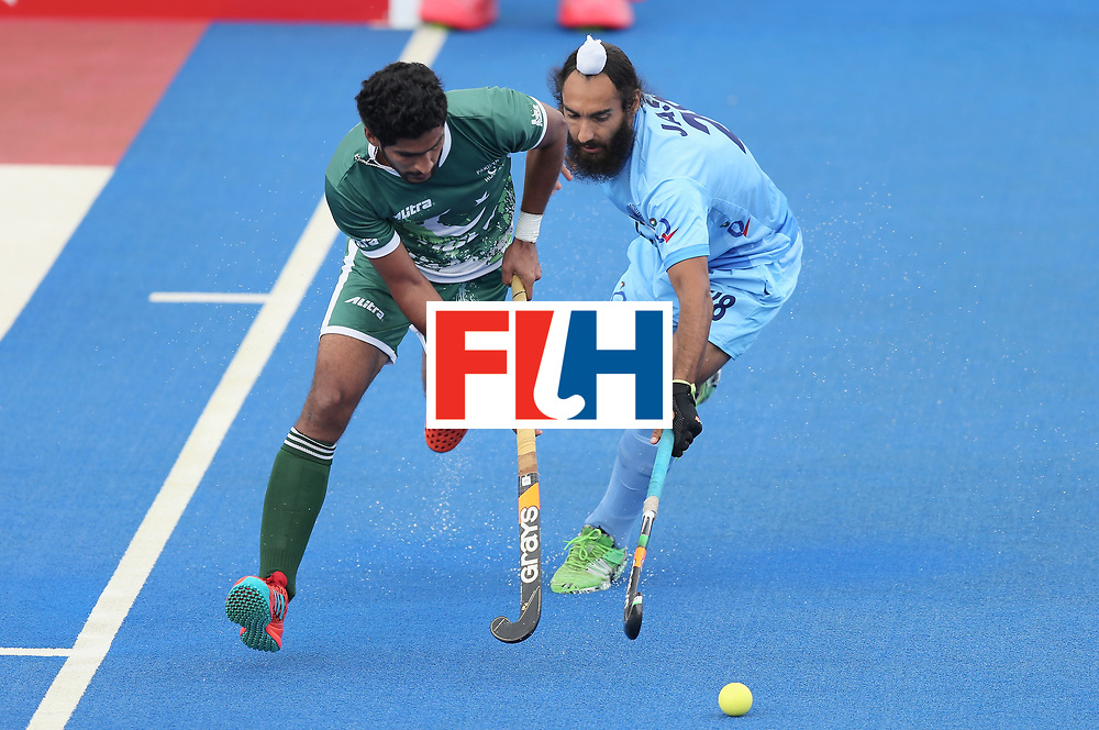 LONDON, ENGLAND - JUNE 24:  Muhammad Arslan Qadir of Pakistan and Jasjit Singh Kular of India battles for possession during the 5th-8th place match between Pakistan and India on day eight of the Hero Hockey World League Semi-Final at Lee Valley Hockey and Tennis Centre on June 24, 2017 in London, England.  (Photo by Alex Morton/Getty Images)