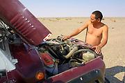 GOBI DESERT, MONGOLIA..08/28/2001.Near Bugiin Tsav. Jeep of Nomads Tours..(Photo by Heimo Aga).
