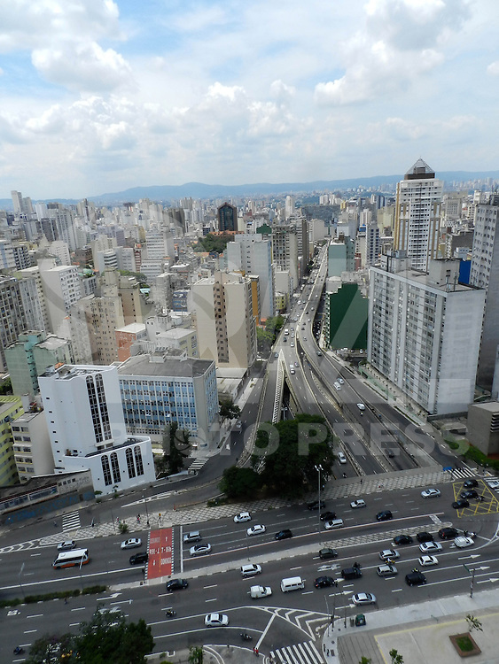 SAO PAULO, SP, 08 DE JANEIRO 2013 - CLIMA/TEMPO, Vista da cidade de Sao Paulo na regiao central da capital paulista. FOTO: MAURICIO CAMARGO / BRAZIL PHOTO PRESS.