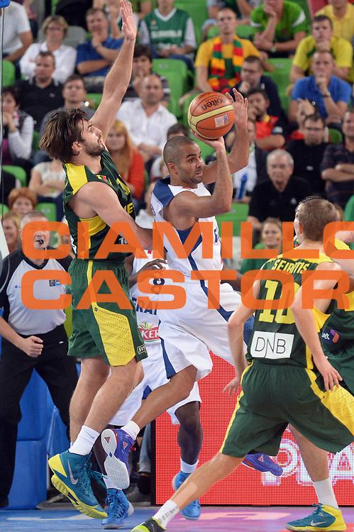 DESCRIZIONE : Lubiana Ljubliana Slovenia Eurobasket Men 2013 Finale Final Francia France Lituania Lithuania<br /> GIOCATORE : Tony Parker<br /> CATEGORIA : Penetrazione Controcampo<br /> SQUADRA : Francia France <br /> EVENTO : Eurobasket Men 2013<br /> GARA : Francia France Lituania Lithuania<br /> DATA : 22/09/2013 <br /> SPORT : Pallacanestro <br /> AUTORE : Agenzia Ciamillo-Castoria/Max.Ceretti<br /> Galleria : Eurobasket Men 2013<br /> Fotonotizia : Lubiana Ljubliana Slovenia Eurobasket Men 2013 Finale Final Francia France Lituania Lithuania<br /> Predefinita :
