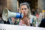 Roma 15 Luglio 2013<br /> Sit-in organizzato dal PD al Pantheon per chiedere le dimissioni di Roberto Calderoli e per esprimere solidarietà alla ministra Cecile Kyenge. Monica Cirinnà, Senatore del Partito Democratico<br /> Sit-in organized by the Democratic Party to the Pantheon to demand the resignation of Roberto Calderoni and for  to express solidarity to the Minister Cecile Kyenge.Monica Cirinnà, Senator of the Democratic Party