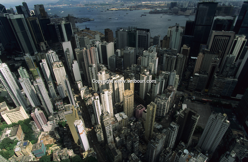 Hong Kong. Wanchai  and happy valley. .   7    / quartier de Wanchai.   7. Vue depuis la tour Hopewell sur le   / L1117  / 319177/4