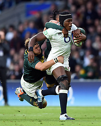 Maro Itoje of England is tackled by Duane Vermeulen of South Africa - Mandatory byline: Patrick Khachfe/JMP - 07966 386802 - 03/11/2018 - RUGBY UNION - Twickenham Stadium - London, England - England v South Africa - Quilter International