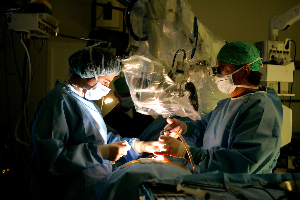 The Hague. Hospital. MCH. Medisch Centrum Haaglanden. Surgeons working in an operating room..Photo: Gerrit de Heus