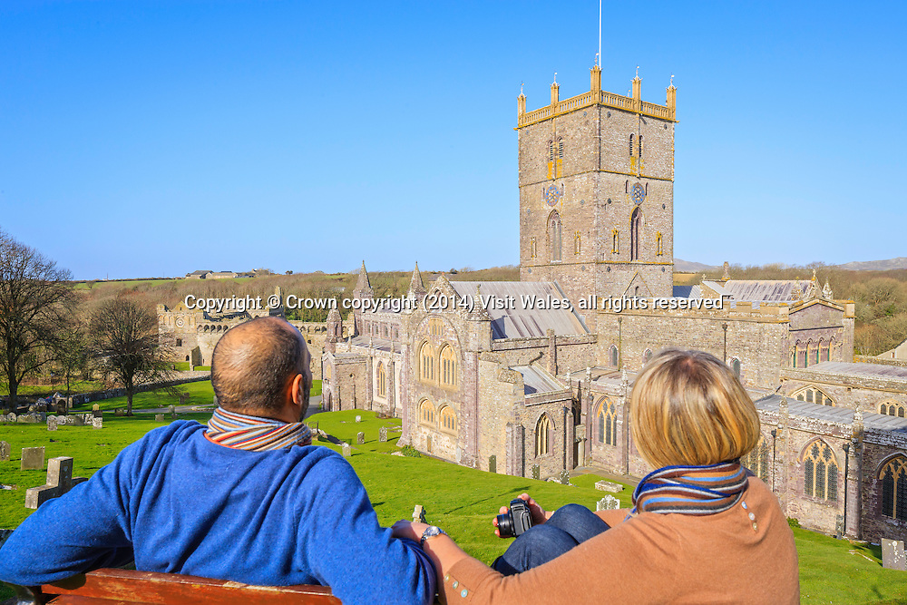 Couple on steps above St David's Cathedral<br /> Pembrokeshire<br /> South<br /> Religious Sites<br /> Historic Sites