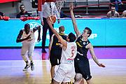 DESCRIZIONE : Varese FIBA Eurocup 2015-16 Openjobmetis Varese Telenet Ostevia Ostende<br /> GIOCATORE : Roko Ukic<br /> CATEGORIA : Tiro<br /> SQUADRA : Openjobmetis Varese<br /> EVENTO : FIBA Eurocup 2015-16<br /> GARA : Openjobmetis Varese - Telenet Ostevia Ostende<br /> DATA : 28/10/2015<br /> SPORT : Pallacanestro<br /> AUTORE : Agenzia Ciamillo-Castoria/M.Ozbot<br /> Galleria : FIBA Eurocup 2015-16 <br /> Fotonotizia: Varese FIBA Eurocup 2015-16 Openjobmetis Varese - Telenet Ostevia Ostende