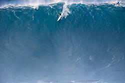 October 27, 2017 - Maui, Hawaii, U.S - IAN WALSH of Hawaii advances to the semifinals after winning round one heat 3 of the 2017 Peahi challenge (Credit Image: © Keoki Saguibo/WSL via ZUMA Wire/ZUMAPRESS.com)