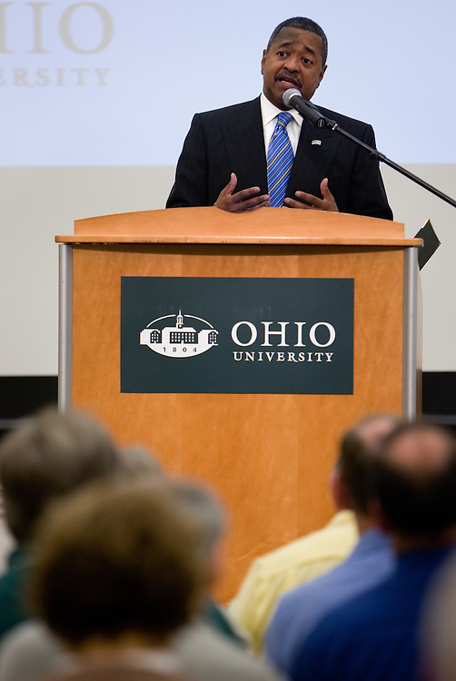 O.U.'s president, Dr. Roderick McDavis, greets the crowd at the opening of the Ohio Climate & Energy Workshop at O.U.'s Baker Center on Thursday, 10/4/07.