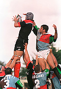 Twickenham, GREAT BRITAIN. Quins' Pat Sandersen, challenges Ben COLE in the line out during the Harlequins v Saracens match played on 9/10/1999 at the Stoop. England.  [Mandatory Credit; peter Spurrier; Intersport Images]