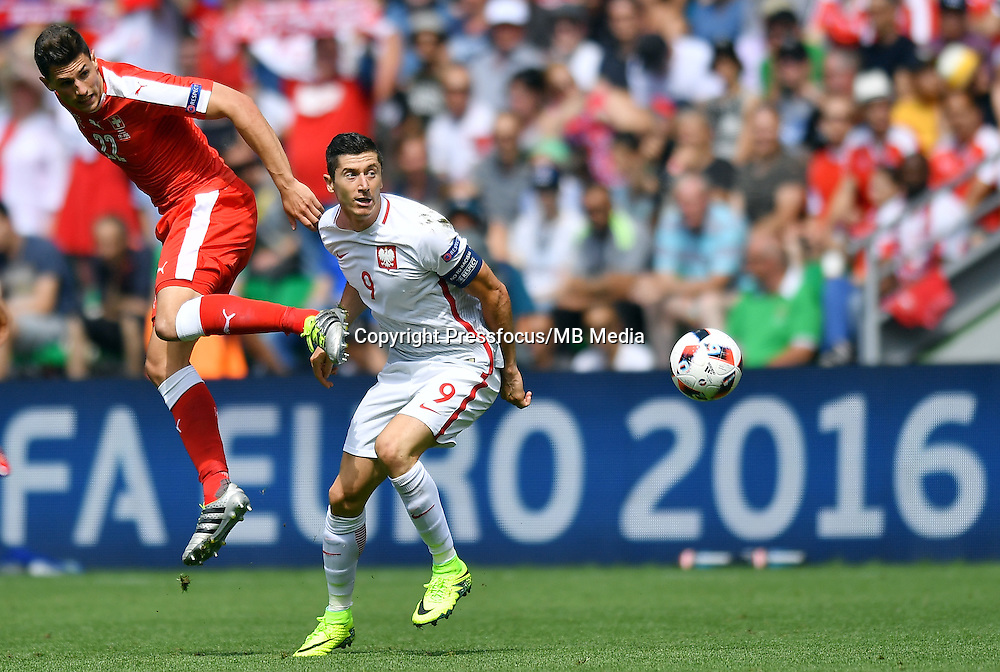 2016.06.25 Saint-Etienne<br /> Pilka nozna Euro 2016<br /> mecz 1/8 finalu Szwajcaria - Polska<br /> N/z Fabian Schar Robert Lewandowski<br /> Foto Lukasz Laskowski / PressFocus<br /> <br /> 2016.06.25<br /> Football UEFA Euro 2016 <br /> Round of 16 game between Switzerland and Poland<br /> Fabian Schar Robert Lewandowski<br /> Credit: Lukasz Laskowski / PressFocus