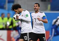FUSSBALL WM 2018  Vorrunde  Gruppe A  ---- Russland -  Aegypten  19.06.2018 Mohamed Salah (Aegypten) kuesst vor dem Elfmeter den Ball (rechts: Ahmed Fathi, Aegypten)