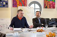 DEU, Deutschland, Germany, Berlin, 04.12.2012:<br />Der Gesch&auml;ftsf&uuml;hrer des F&ouml;rdervereins Gemeinschaftshaus MORUS 14 e.V., Gilles Duhem (L), und der Vorstandsvorsitzende der Wall AG, Daniel Wall (R), bei einem Pressegespr&auml;ch im Gemeinschaftshaus MORUS 14 im Rollbergkiez in Berlin-Neuk&ouml;lln. Die WALL AG sichert mit einer Spende in mittlerer f&uuml;nfstelliger H&ouml;he die Fortf&uuml;hrung der Arbeit des Vereins MORUS 14 e.V. und steht ihm dar&uuml;ber hinaus in Zukunft als fester Partner zur Seite. MORUS 14 f&ouml;rdert die Bildung von Kindern und Jugendlichen im Bezirk Neuk&ouml;lln.