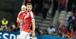 19.06.2016, Stade Pierre Mauroy, Lille, FRA, UEFA Euro, Frankreich, Schweiz vs Frankreich, Gruppe A, im Bild Blerim Dzemaili (SUI) mit Kind // Blerim Dzemaili (SUI) mit Kind during Group A match between Switzerland and France of the UEFA EURO 2016 France at the Stade Pierre Mauroy in Lille, France on 2016/06/19. EXPA Pictures © 2016, PhotoCredit: EXPA/ JFK