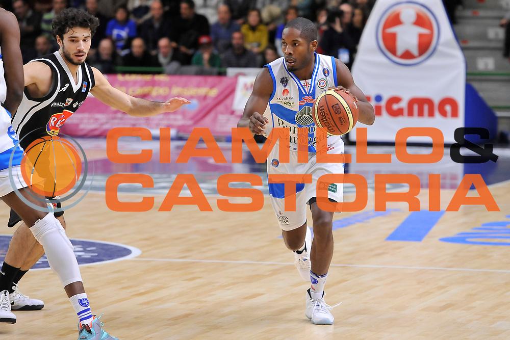 DESCRIZIONE : Campionato 2014/15 Dinamo Banco di Sardegna Sassari - Pasta Reggia Juve Caserta<br /> GIOCATORE : Jerome Dyson<br /> CATEGORIA : Palleggio<br /> SQUADRA : Dinamo Banco di Sardegna Sassari<br /> EVENTO : LegaBasket Serie A Beko 2014/2015<br /> GARA : Dinamo Banco di Sardegna Sassari - Pasta Reggia Juve Caserta<br /> DATA : 29/12/2014<br /> SPORT : Pallacanestro <br /> AUTORE : Agenzia Ciamillo-Castoria / Luigi Canu<br /> Galleria : LegaBasket Serie A Beko 2014/2015<br /> Fotonotizia : Campionato 2014/15 Dinamo Banco di Sardegna Sassari - Pasta Reggia Juve Caserta<br /> Predefinita :