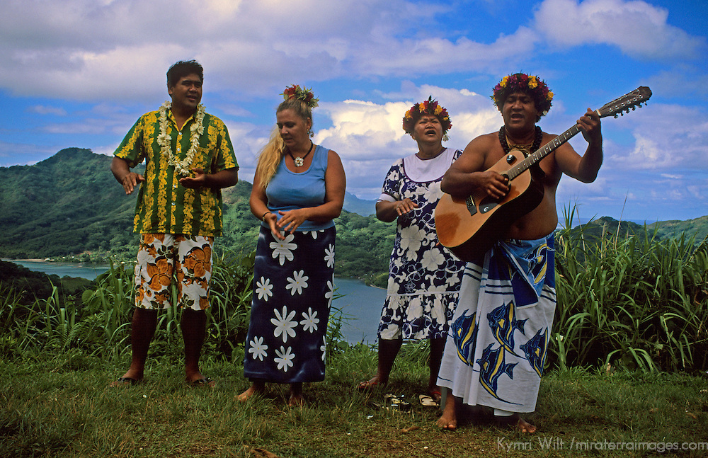 Oceania, South Pacific, French Polynesia, Tahiti. Local singers entertain cruise visitors to Taha'a.