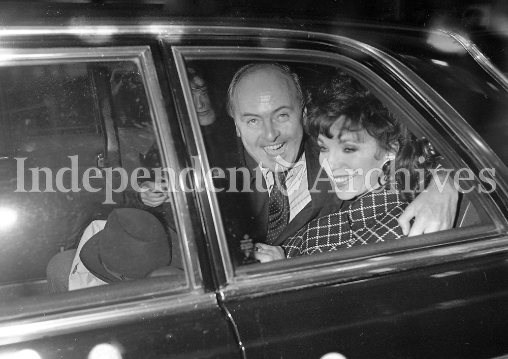 TV Soap Star Joan Collins leaves Dublin Airport after arriving for the Cartier Millions Race, 06/10/1989 (Part of the Independent Newspapers Ireland/NLI Collection).