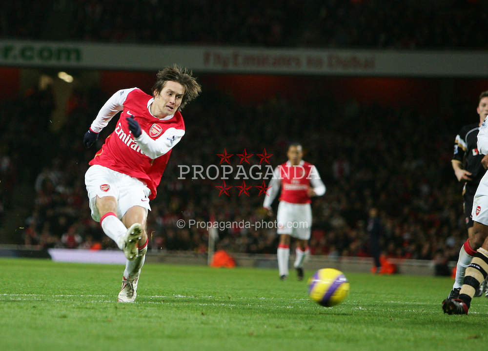 London, England - Tuesday, January 2, 2007: Arsenal's Tomas Rosicky against Charlton Athletic during the Premiership match at the Emirates Stadium. (Pic by Chris Ratcliffe/Propaganda)