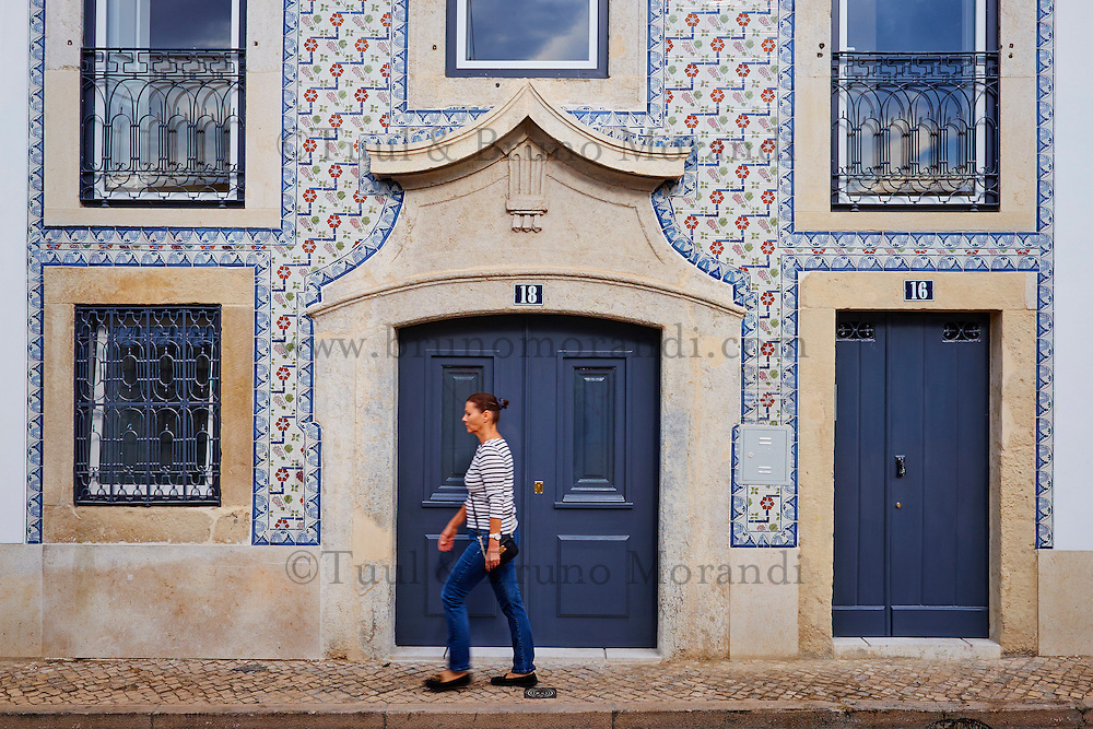 Portugal lisbon frontage of buildings in alfama bruno for Faience facade exterieur